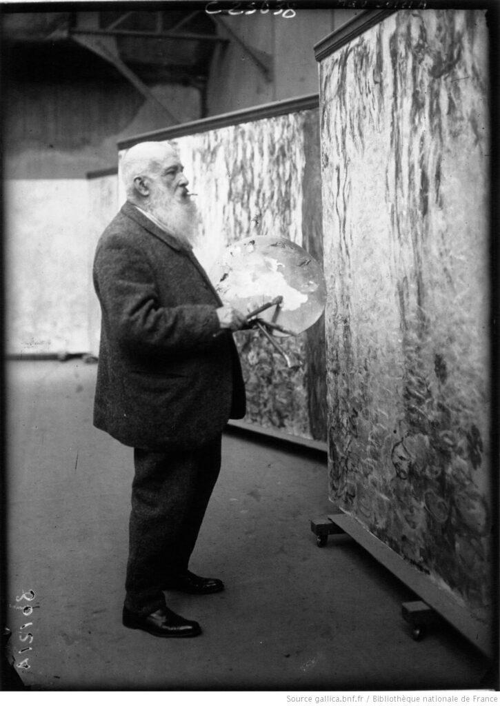 Claude  Monet pintando en su estudio (foto de prensa). BNF