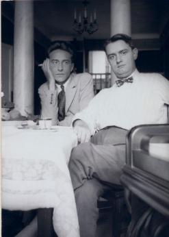 Jean-Cocteau-y-el-músico-Georges-Auric-en-1924-(BNF)