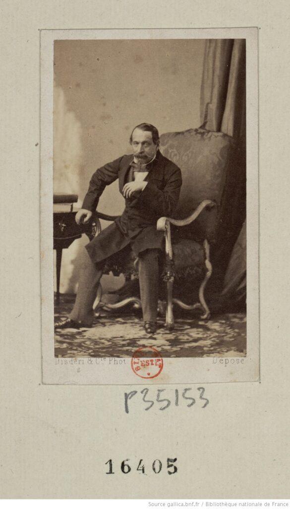 Napoleón III en indumentaria civil, sentado; fotografía (BNF)