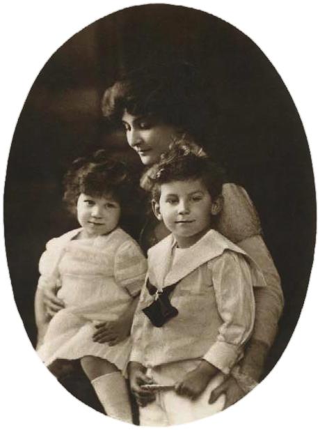María Bonaparte con sus hijos en 1912. BNF