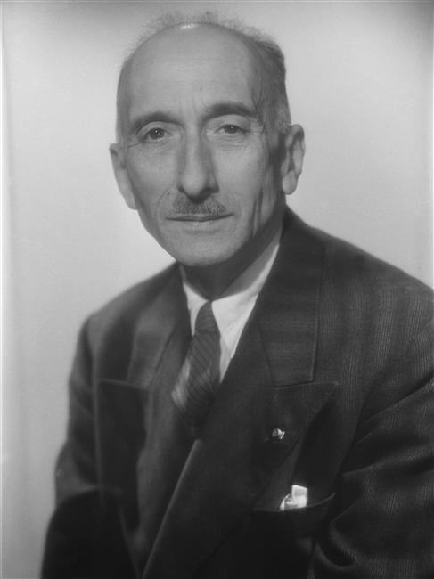 Mauriac, François, a los 60 años